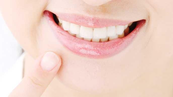 綺麗な歯並びの笑顔の女性